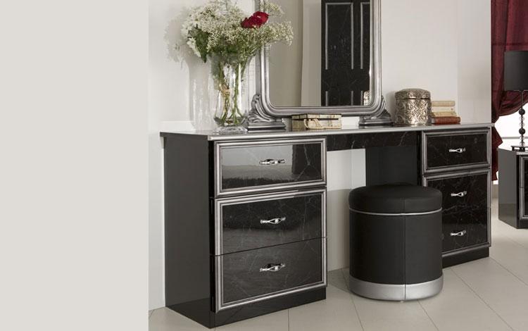 klassisches schlafzimmer schwarz silber hochglanz. Black Bedroom Furniture Sets. Home Design Ideas